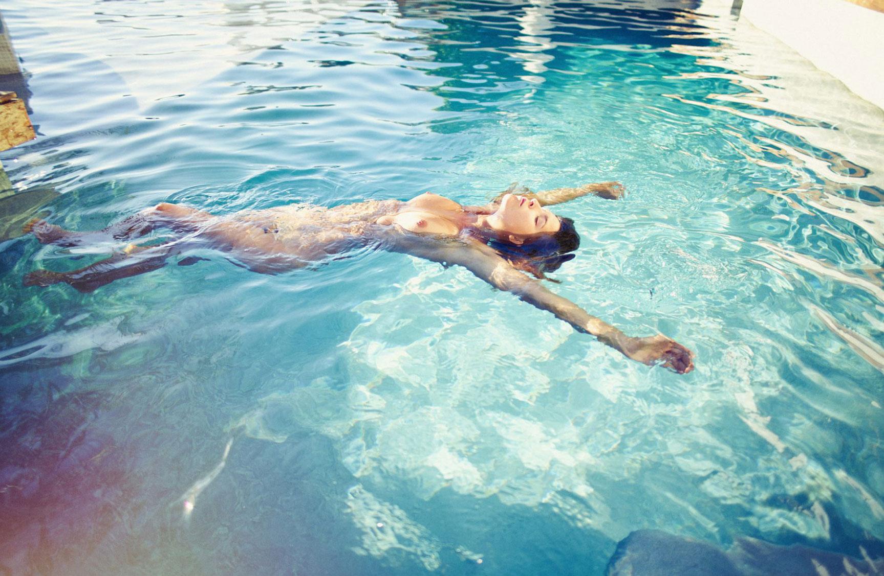 отдыхаем у бассейна с Марисой Папен / Marisa Papen by Paul Ripke