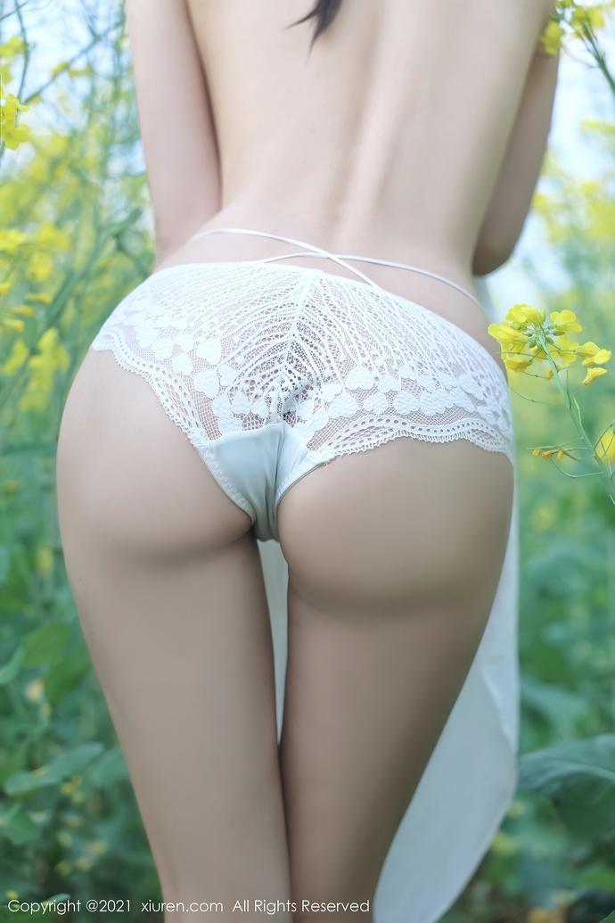 夏西cici-偶遇小姐姐在花间脱下了衣服