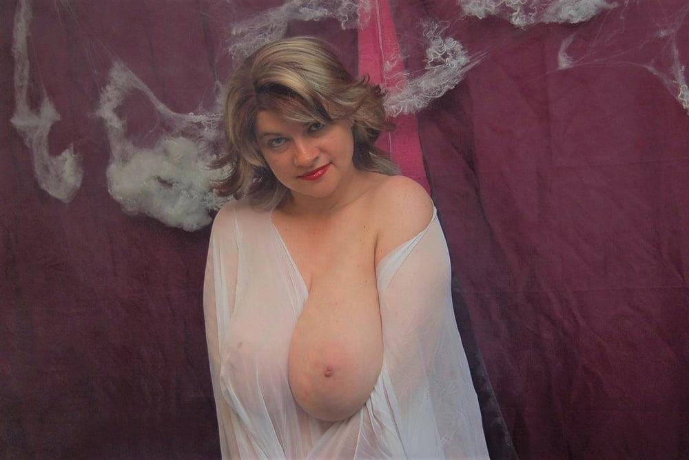 Big tit mature naked-8582