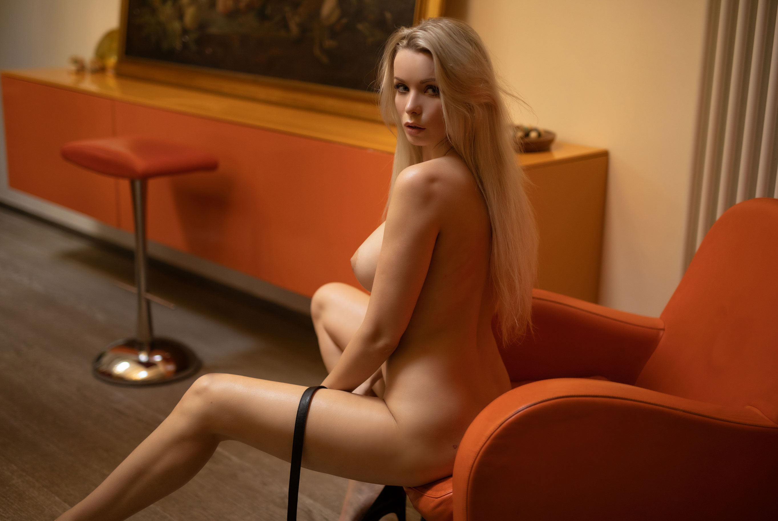 голая Екатерина Енокаева в винтажных интерьерах / фото 08