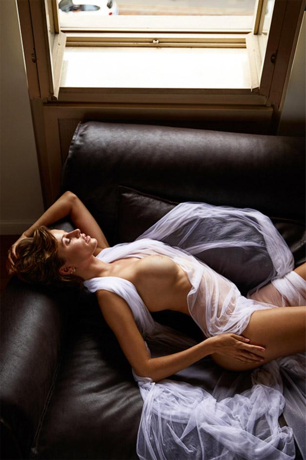 обнаженная Ольга де Мар ждет наступления темноты / фото 09