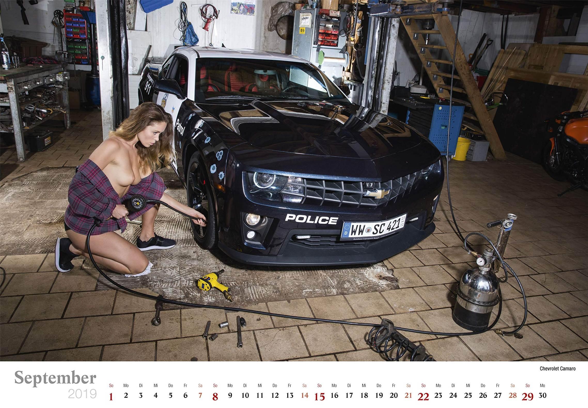 Сексуальные девушки ремонтируют автомобили / Chevrolet Camaro / Schraubertraume / 2019 erotic calendar by Frank Lutzeback