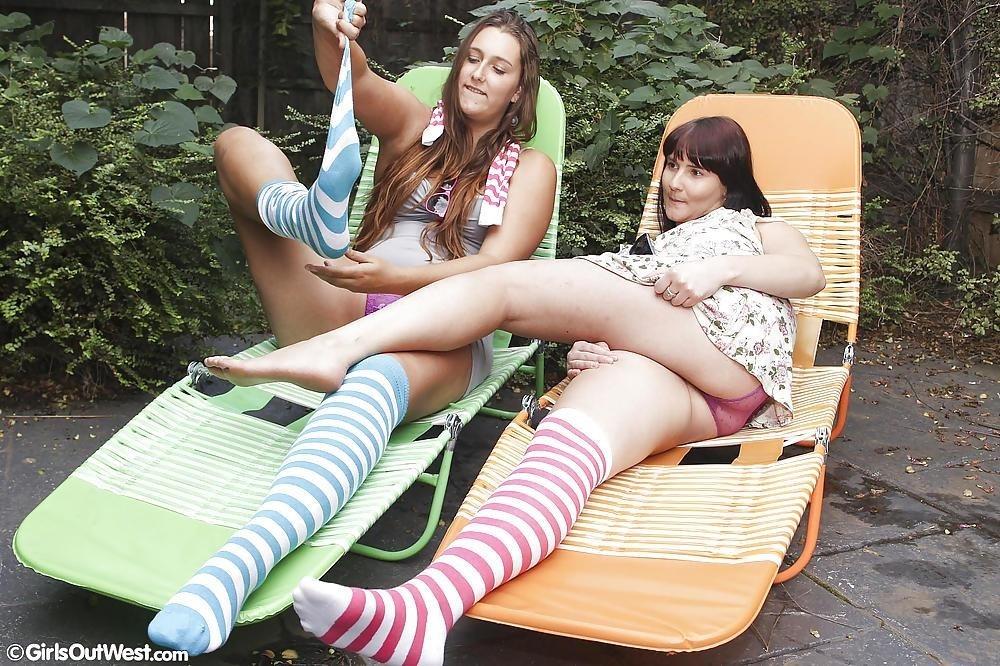 Hot lesbians making out-2751