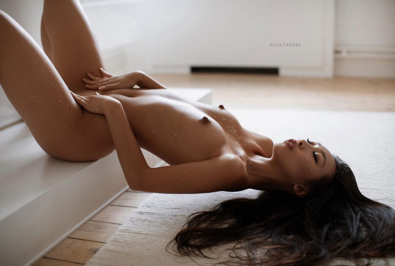 голая азиатская девушка в ванной / фото 11