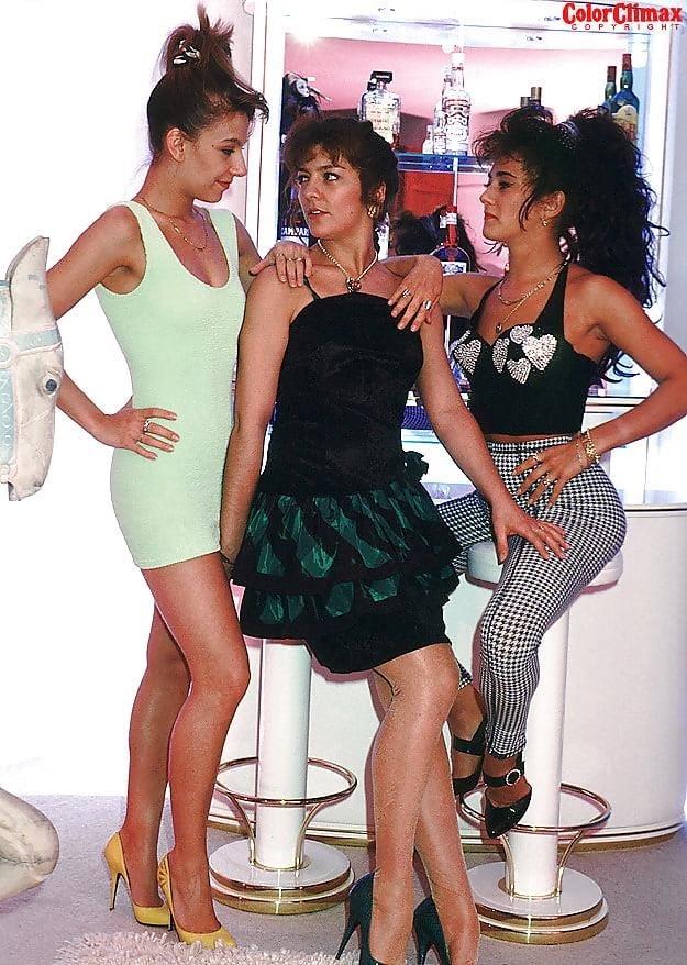 Brunette lesbian threesome-8501