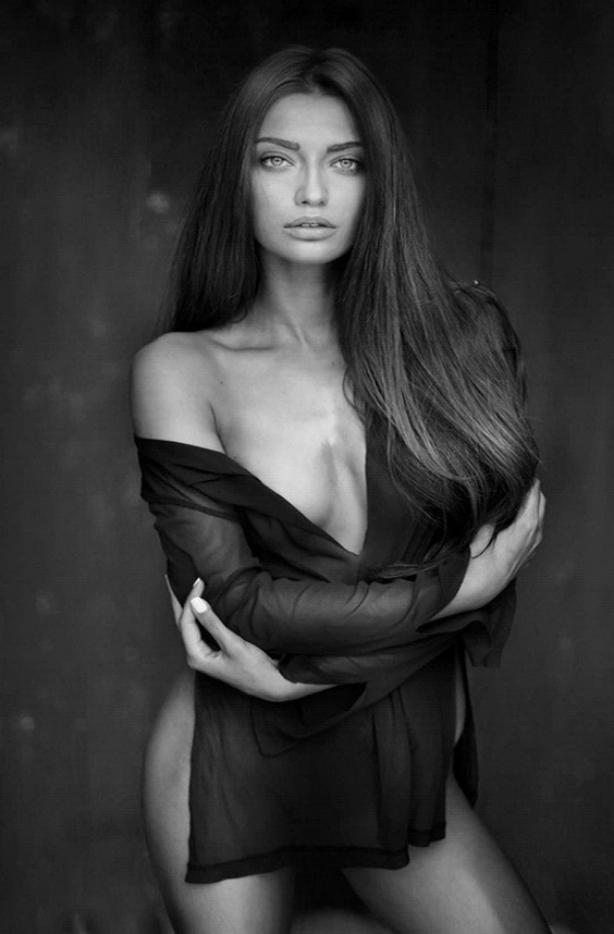 (67 Pics) Sexy and Beautifil Girls CC Pictures Black and White Galleries High Quality Naked Girls Pics