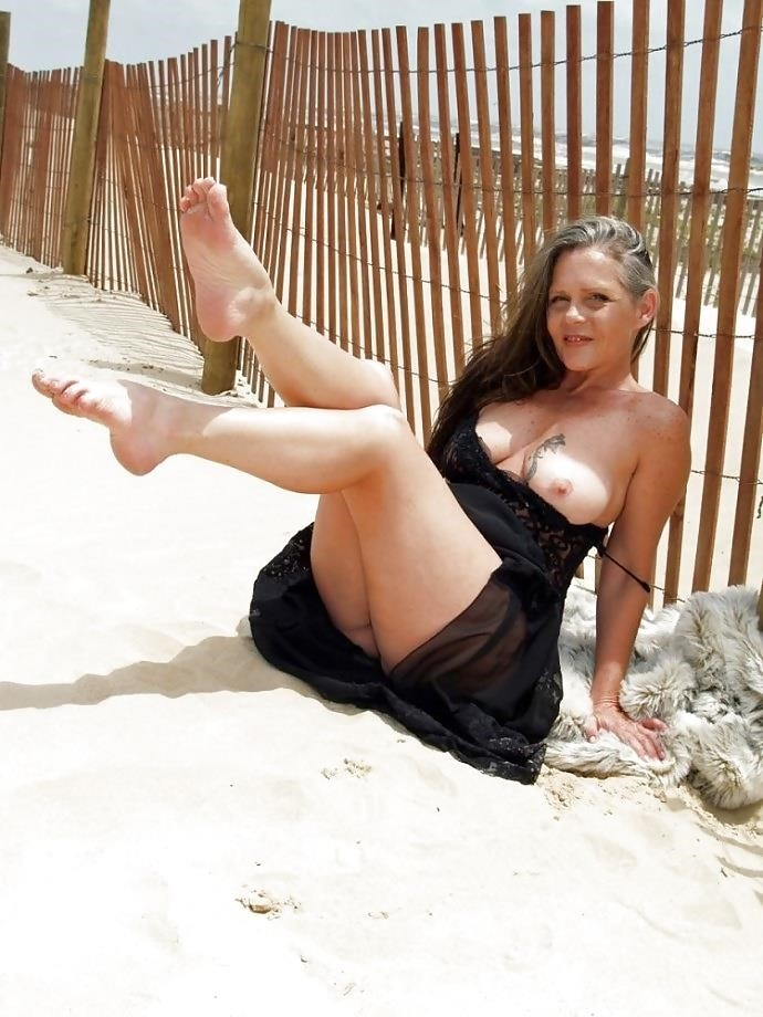 Natural tits on the beach-3371