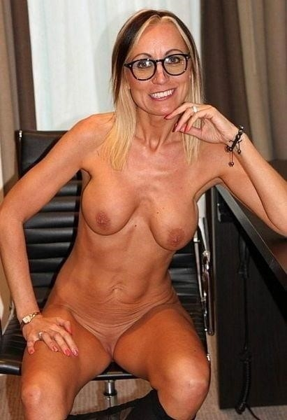 Naked mature tgp-1069