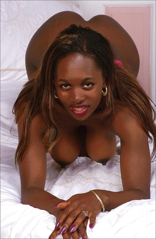 Naked women cunnilingus-6239