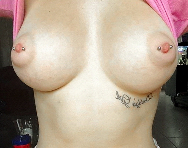 Topless Amateurs Girls' Boobs (45 Pics)