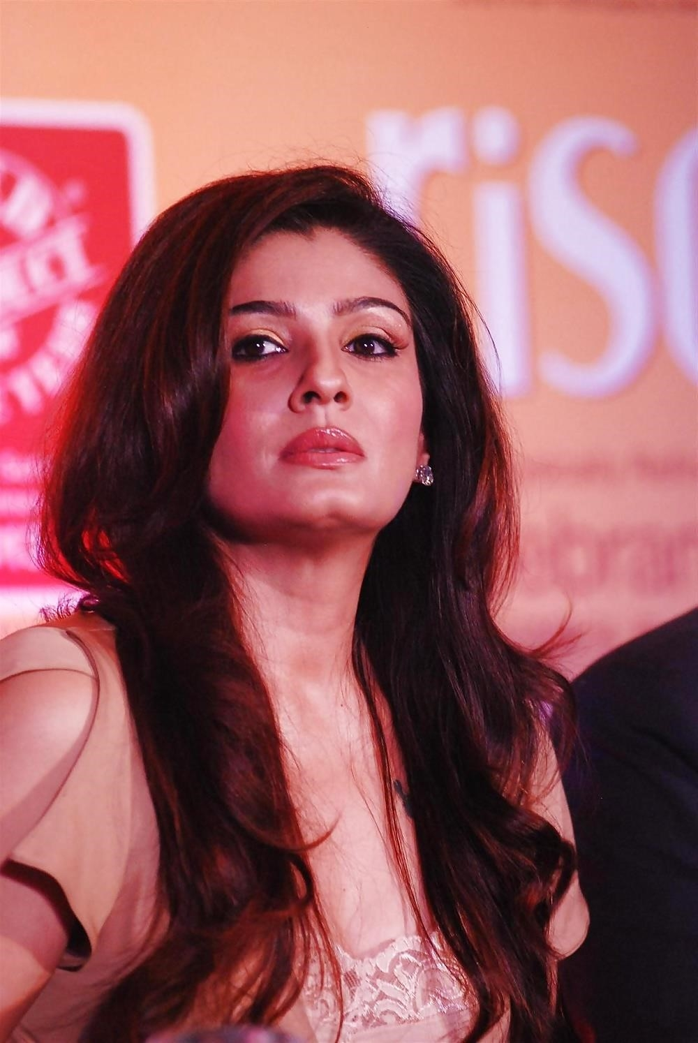 Raveena tandon hot sexy photo-8701