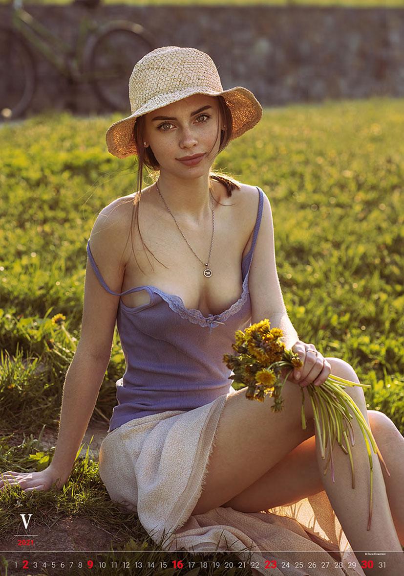 Эротический календарь -Очарование момента 2021- фотографа Давида Дубницкого / май