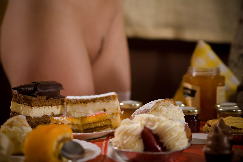 Сабина готовит сексуальный десерт / фото 14