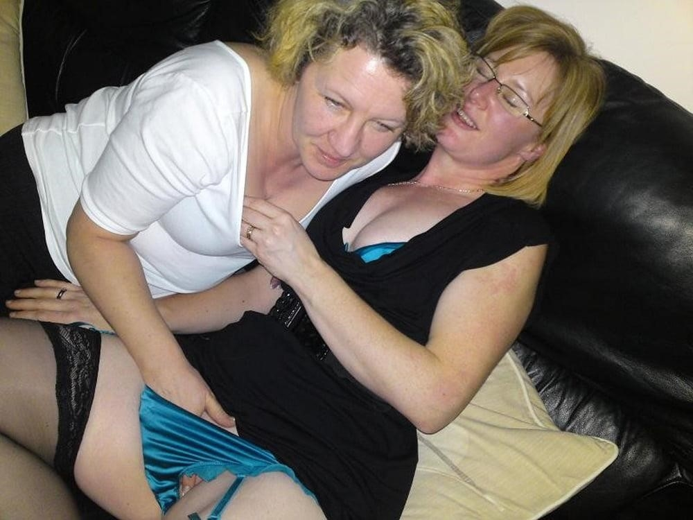 Old women having lesbian sex-8540