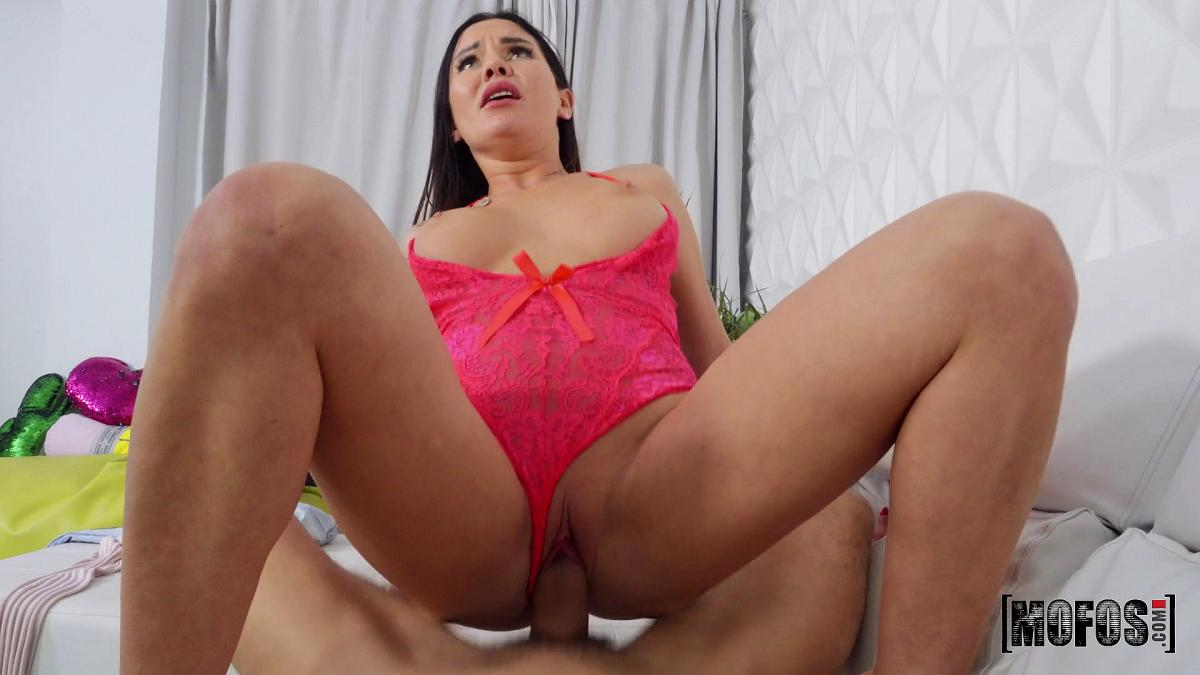 Sasha Coxx, Tommy Cabrio – I'm Here For The Rent – Pervs On Patrol – Mofos