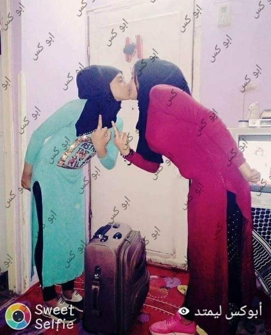 Lesbian navel kiss-5571