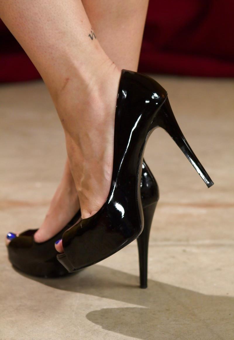 Sweaty lesbian foot worship-6621