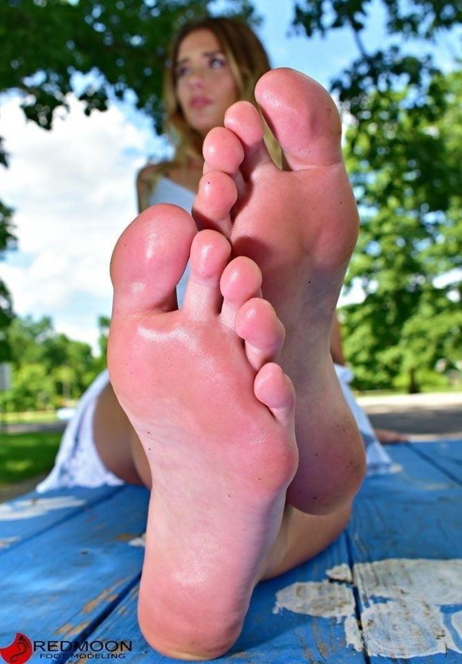 Beautiful feet babes-8317