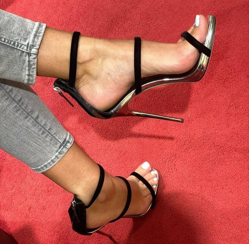 Hot feet domination-3965