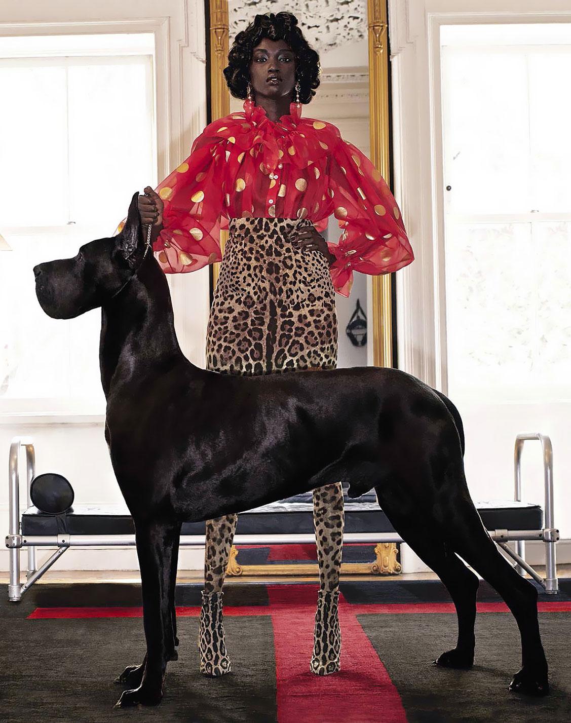 Черная дама с большой собачкой / Anok Yai by Steven Klein