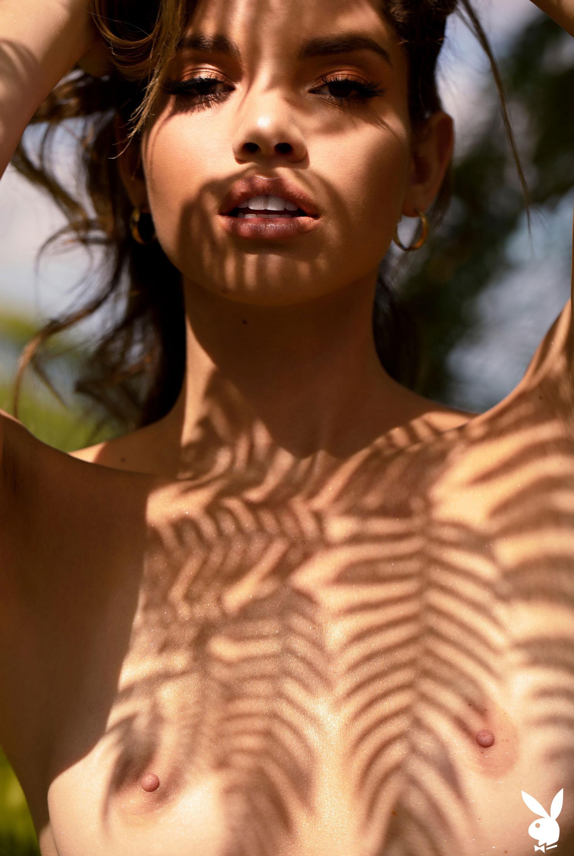 Мисс Июнь 2019 американского Playboy Йоли Лара / фото 33