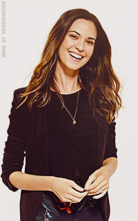 Odette Annable SFGxefZm_o