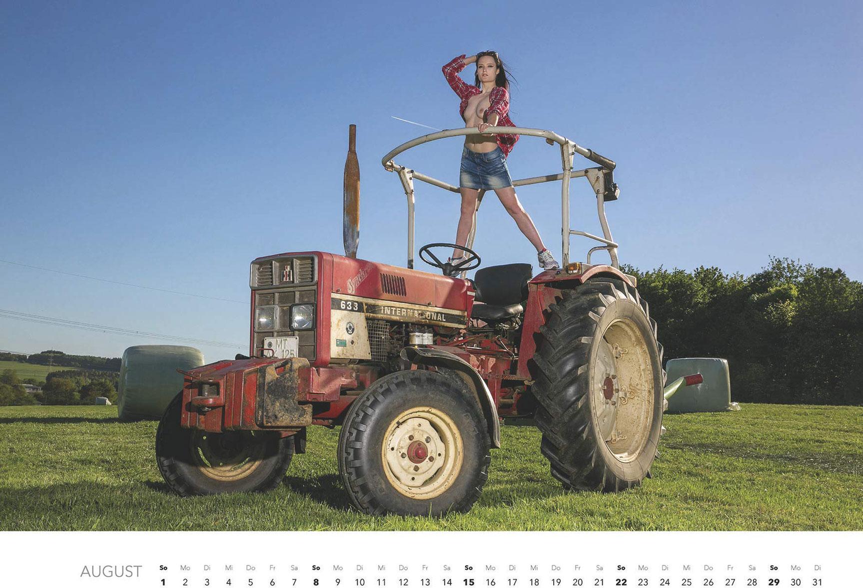 Эротический календарь -Мечты молодых фермеров 2021- / август
