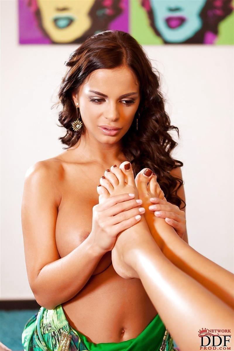 Angelica heart feet-7942