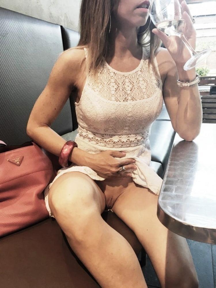 Mature women upskirt no panties-9206