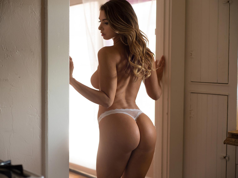 Superstar Afternoon / Lindsey Lamson nude by Mortonovich