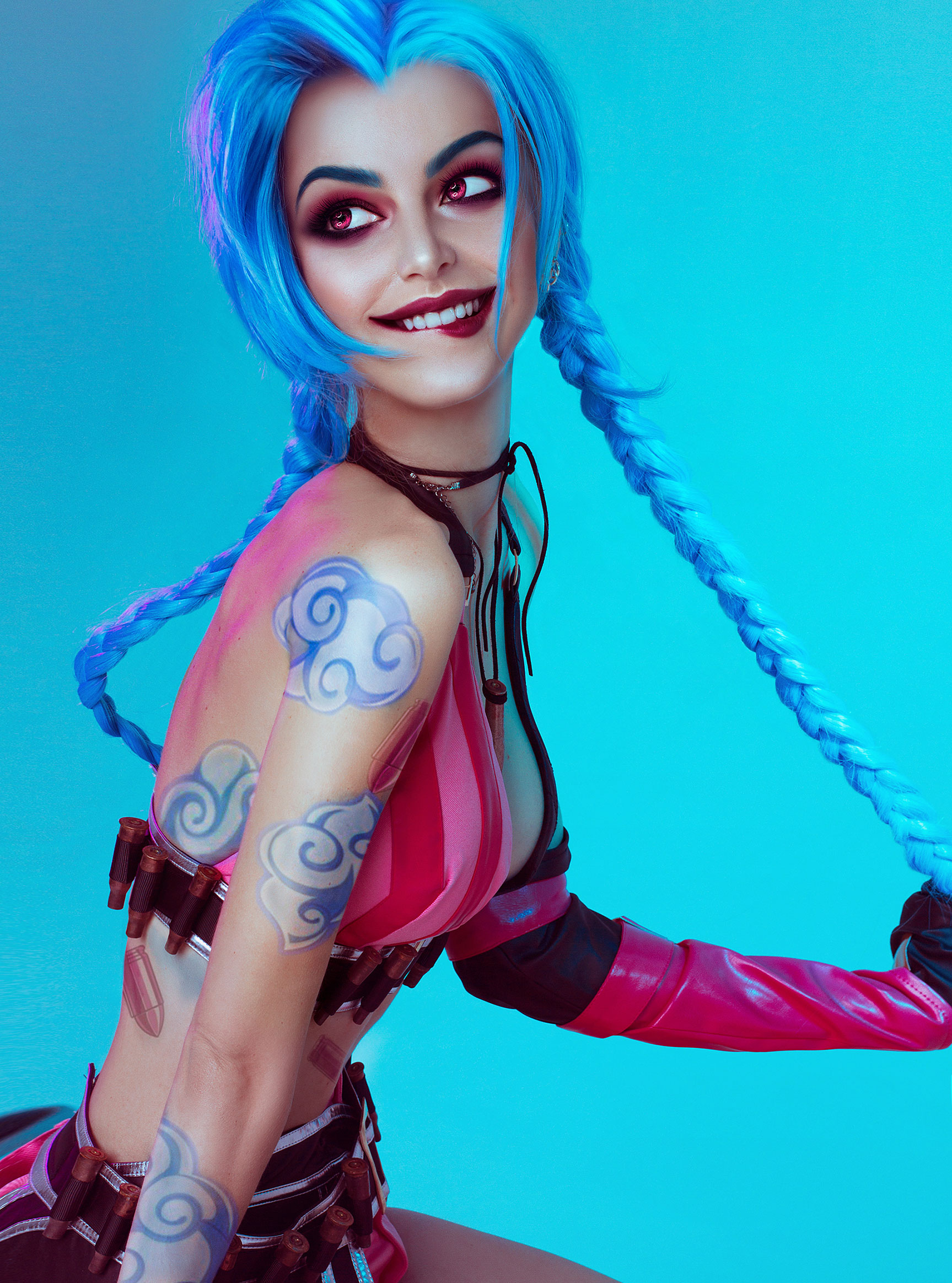 Cosplay / Katie Kosova / Катя Косова в роли Jinx из игры League of Legends / фотограф Tim Rise