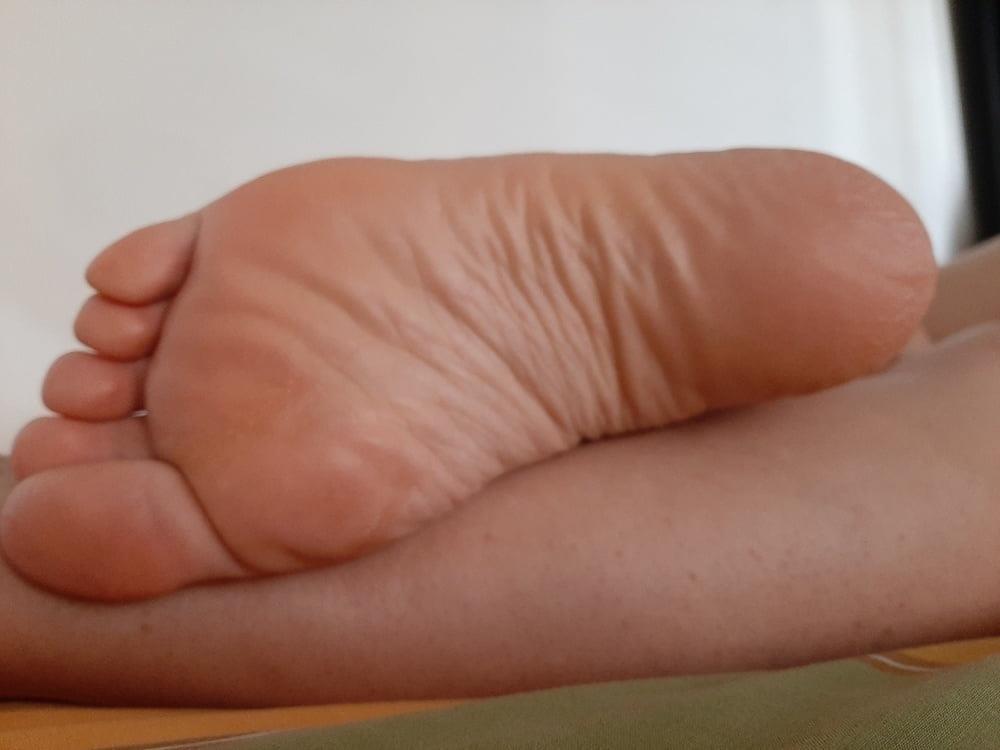 Milf bare soles-9366