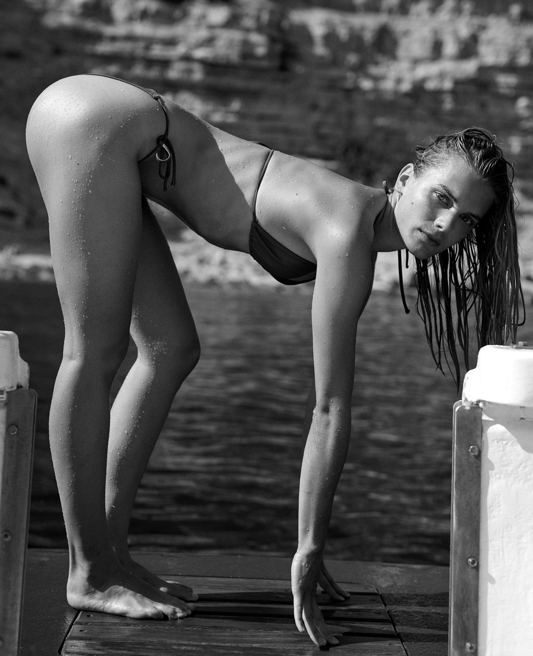 Кларенс Хаастер в купальниках и пляжной одежде модного бренда Matteau, лето 2019 / фото 08