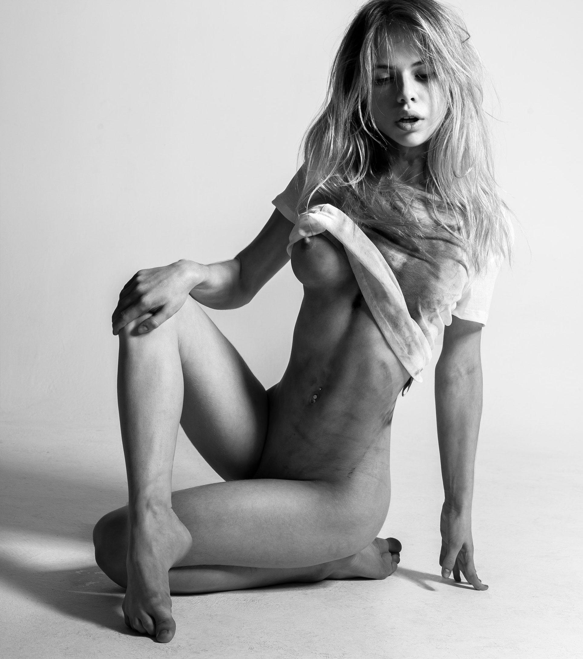 Александра Смелова / Alexandra Smelova nude by Alex Izumov