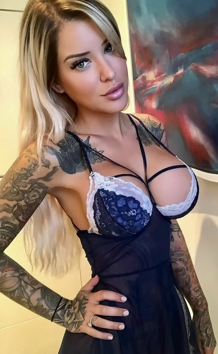 Laurence Bédard Sexy Cleavage And Sexy