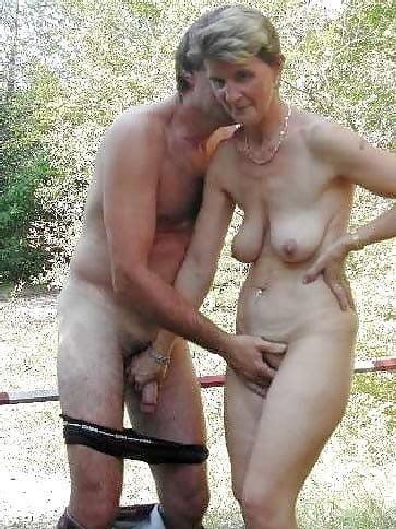 Mature couples copulating-3065