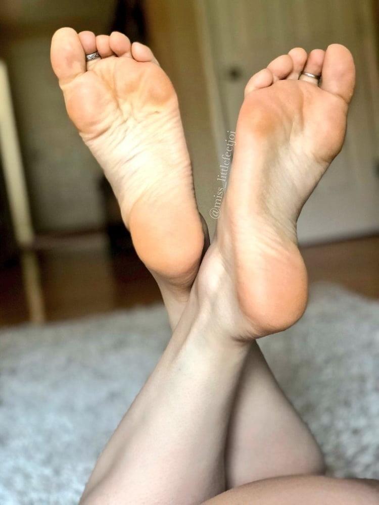 Beautiful feet babes-9456