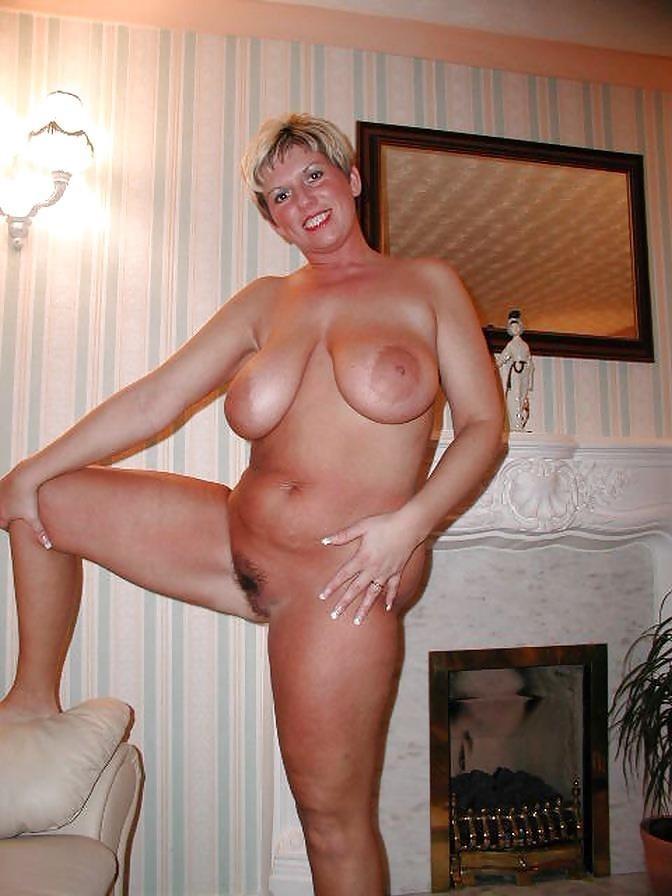 Short hair mature nude-8168