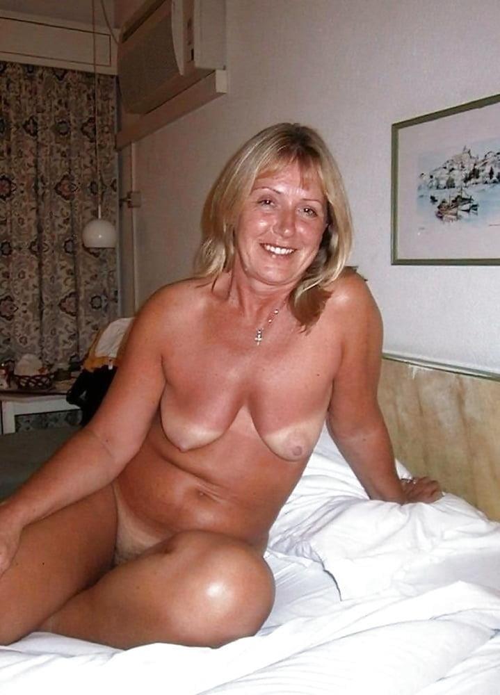 Free pics naked mature women-7406