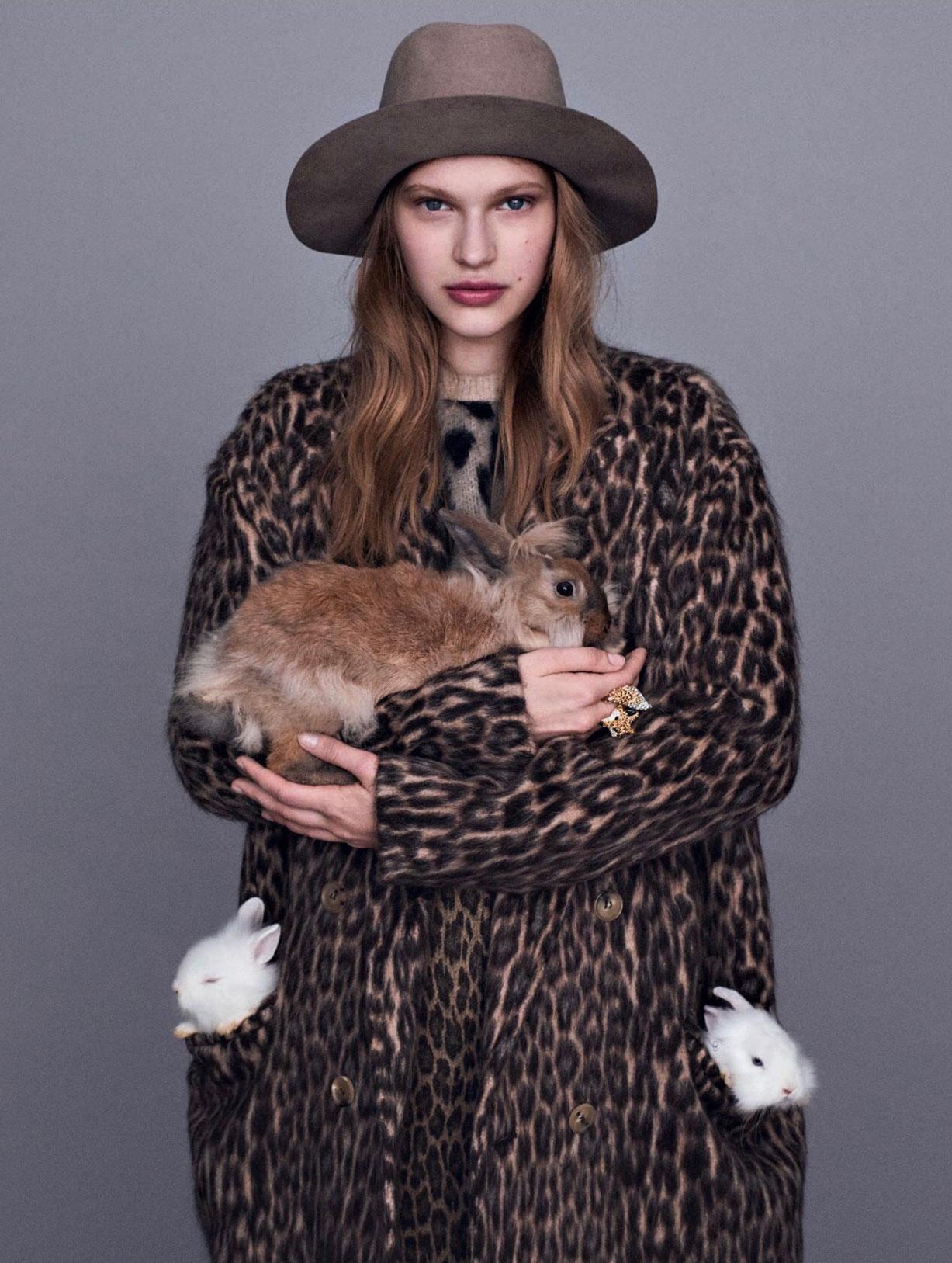We love animals / Aivita Muze by Alvaro Beamud Cortes / Marie Claire Italia october 2018 / кошки, собаки, кролики и обезьяна