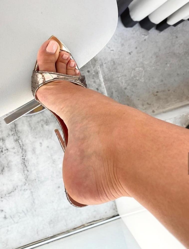 Hot feet domination-7532
