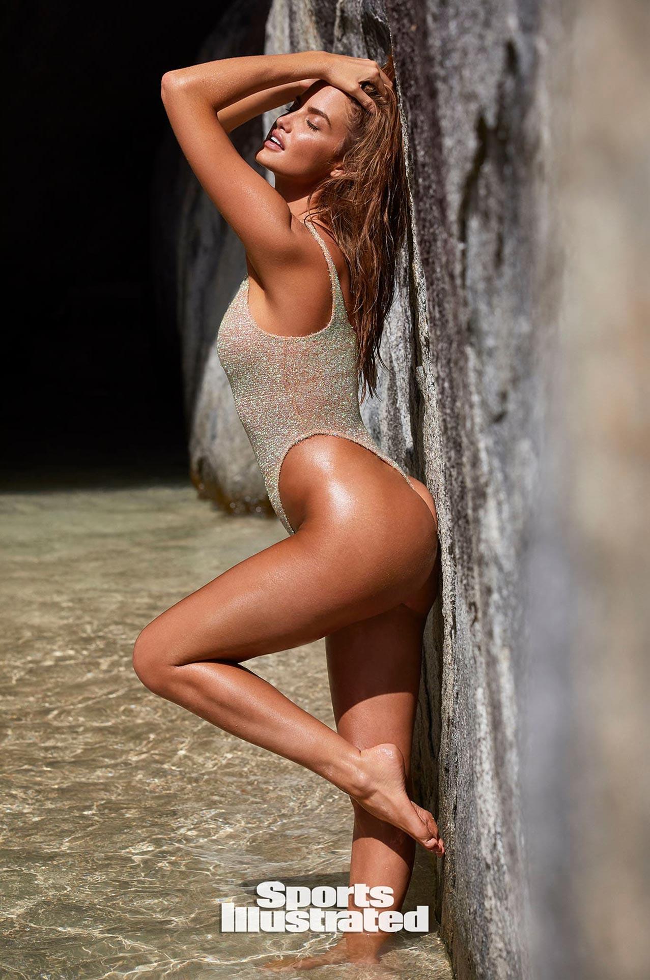 Хейли Калил в каталоге купальников Sports Illustrated Swimsuit 2020 / фото 08