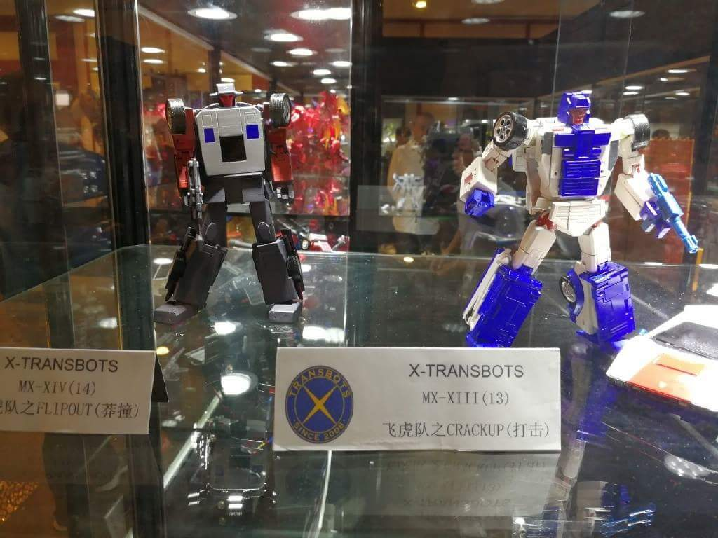 [X-Transbots] Produit Tiers - Jouets Berserkars forme Monolith (MX-XIII à MX-VII) - aka Stunticons forme Menasor/Menaseur UyTwQEIE_o
