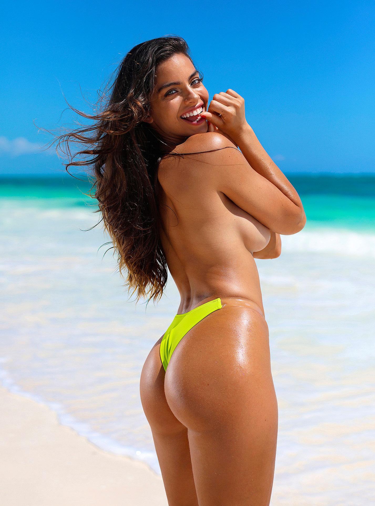 Голая пуэрториканка Присцилла Хаггинс на пляже Тулума / фото 02