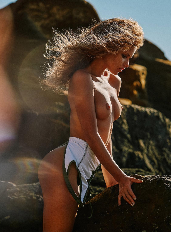 Collapsing Space / Julia Yaroshenko nude by Stuurchy - Yume Magazine