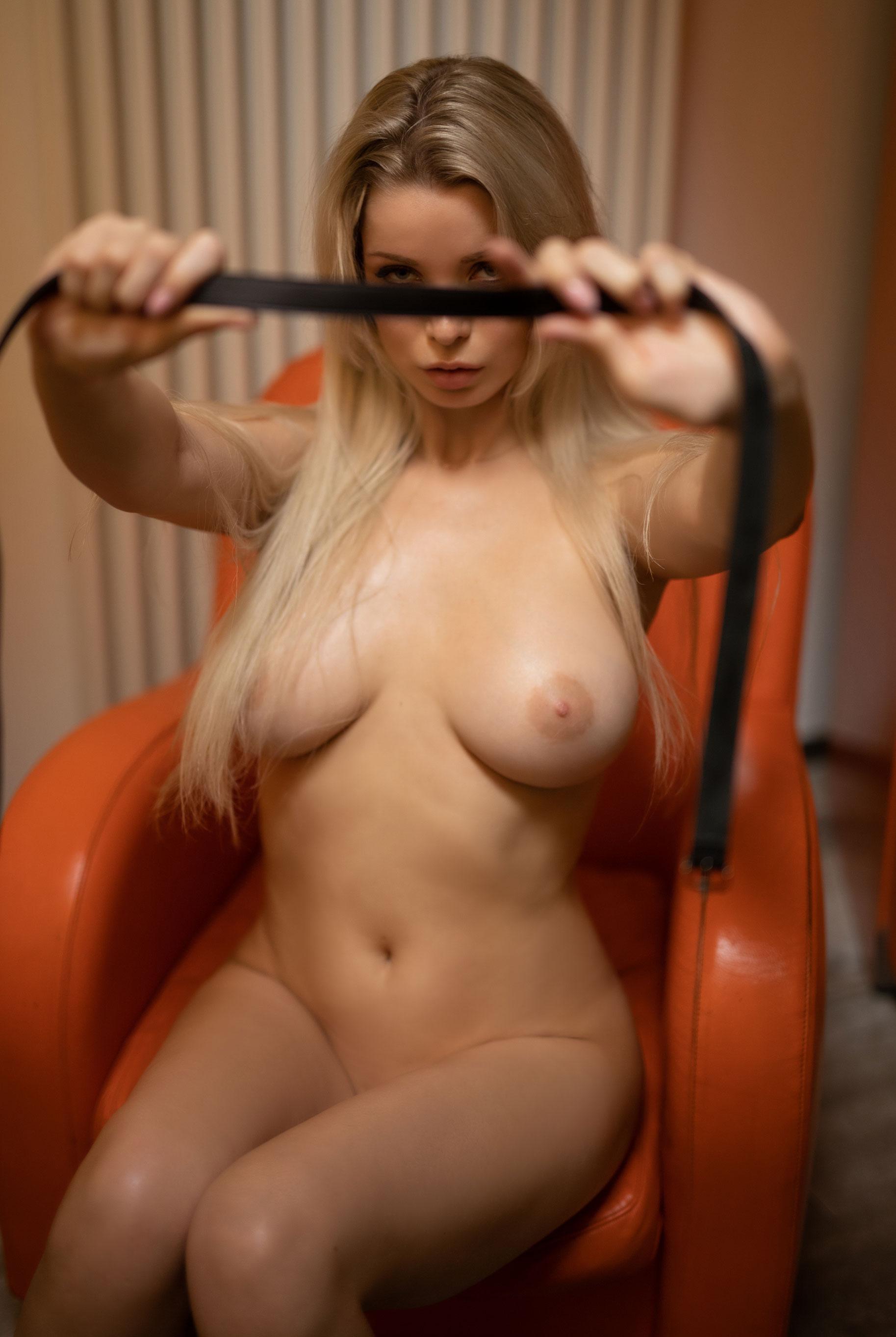 голая Екатерина Енокаева в винтажных интерьерах / фото 06
