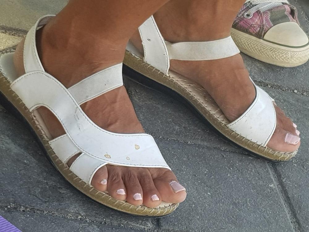 Black mom feet porn-9126