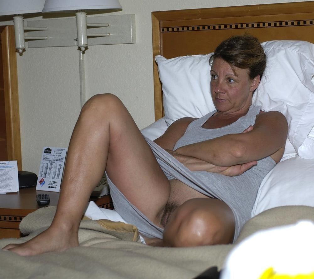 Mature women upskirt no panties-5730