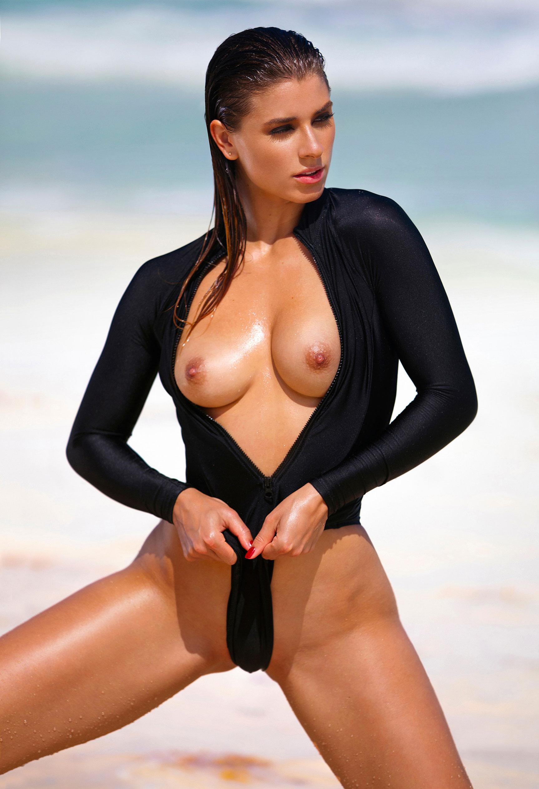 Девушка 2020-го года в Playboy Германия - Стелла Тиана Стегманн / фото 13