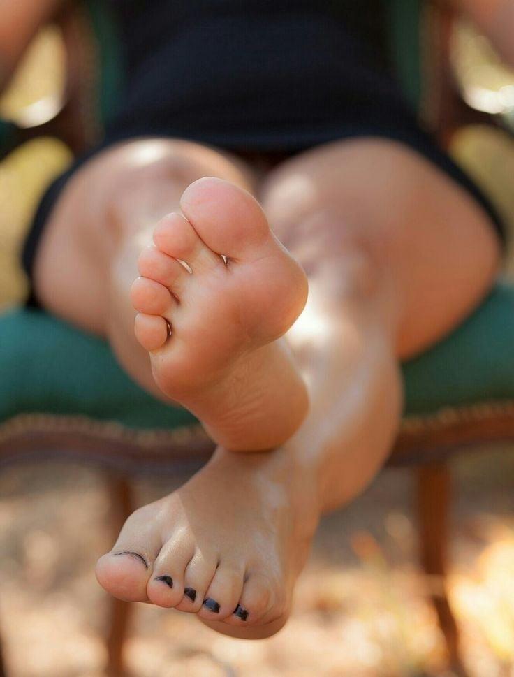 Beautiful feet babes-1012